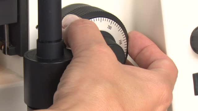 Einstellen eines Präparates mit dem Lichtmikroskops preview image